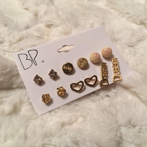 ✨FREE with Bundle✨ Fashion Earrings